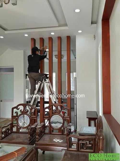 Thi công vách gỗ ngăn phòng khách đẹp